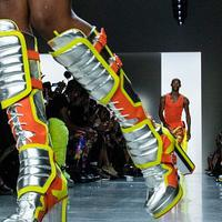 Penasaran sepatu apa yang meramaikan panggung fashion week dan akan jadi tren di musim mendatang? Simak berikut ini. (Foto: allure.com)