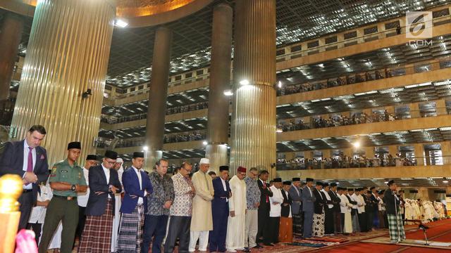 Ditemani Iriana dan Kaesang, Presiden Jokowi Salat Id di Masjid Istiqlal