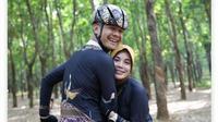 Momen Romantis Ganjar Pranowo dan Istri Olahraga Bareng (sumber: instagram/atikoh.s)