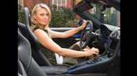 Jumlah perempuan yang nyetir mobil bertransmisi manual bertambah.