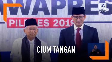 Momen unik tercipta setelah debat cawapres, Sandiaga Uno mencium tangan Ma'ruf Amin.
