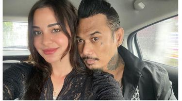 6 Potret Terbaru Jerinx SID Usai Bebas dari Penjara, Bahagia Bertemu Istri