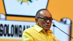 Ketum Partai Golkar Aburizal Bakrie (ARB) saat memberikan pidato terakhirnya di Munaslub Golkar, Nusa Dua, Bali (16/5). ARB mengucapkan terima kasih atas dukungan semua kader Golkar selama ia menjadi ketua umum. (Liputan6.com/Johan Tallo)