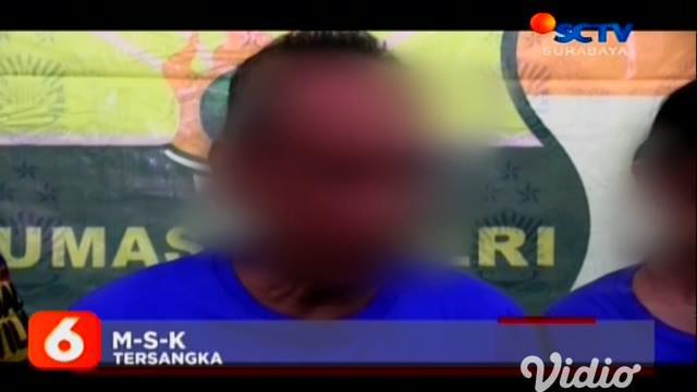 Seorang Bapak diringkus aparat Kepolisian Polsek Bubutan Surabaya, karena melakukan aborsi bayi yang berada di kandungan anaknya.