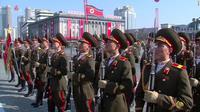Parade militer Korea Utara di Pyongyang, sehari jelang pembukaan Olimpiade Musim Dingin PyeongChang 2018 (KCNA)