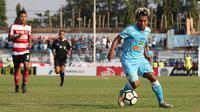 Fahmi Al Ayyubi saat duel Persela vs Madura United di Stadion Surajaya, Lamongan, Senin (23/7/2018). (Bola.com/Aditya Wany)