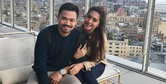 Kebahagiaan tengah menyelimuti pasangan Nabila Syakieb dan Reshwara Argya Radinal. Dalam akun instagram, pemain sinetron itu tengah mengandung anak pertamanya. (Instagram/nsyakieb85)
