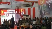 Presiden Jokowi saat memberikan pengarahan kepada 3.500 Babinsa dari Kodam Bukit Barisan, Kodam Sriwijaya, dan Kodam Iskandar Muda di Universitas Jambi. (Liputan6.com/Hanz Salim)