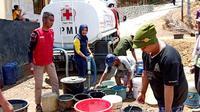 IDI Banjarnegara droping air bersih di wilayah yang mengalami krisis air bersih. (Foto: Liputan6.com/IDI Banjarnegara/Muhamad Ridlo)