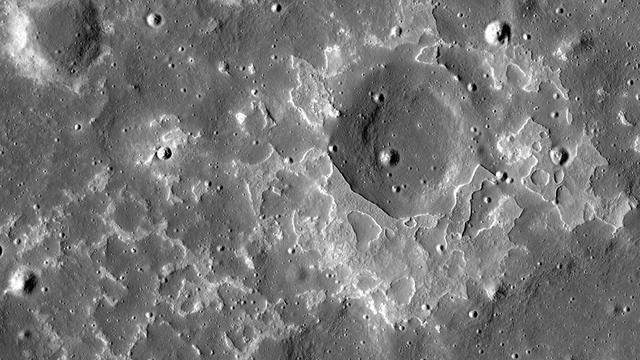 Deposit batuan vulkanik di permukaan Bulan