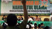 Interupsi pada pimpinan sidang saat sidang pertama pembahasan tata tertib Muktamar NU ke 32 di Asrama Haji Sudiang Makassar, Selasa (23/3).(Antara)