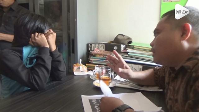 Sepasang kekasih di Banjarmasin terlibat dalam kasus prostitusi online. Pelaku mengaku pernah melayani 10 pria hidung belang dengan tarif Rp 700 ribu.