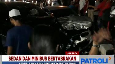 Belakangan diketahui, mobil sedan ini sebelumnya juga telah menabrak beberapa pengendara motor di lokasi lain.