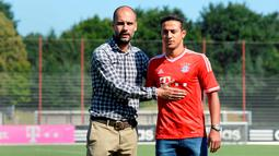 Thiago Alcantara mengikuti jejak pelatihnya di Barcelona, Pep Guardiola, pindah ke Bayern Munchen. Thiago Alcantara selalu menjadi pilihan utama Guardiola di skuat Bayern. (AFP/Christof Stache)