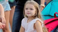 Harper Beckham, gadis imut anak dari pasangan David dan Victoria Beckham menjadi pusat perhatian. Apapun yang dipakai Harper menjadi salah satu acuan para orangtua di Eropa membuat anak mereka untuk tampil modis. (harperbeckhamfashion)