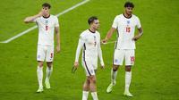 Para pemain Timnas Inggris tampak kecewa usai ditahan imbang Skotlandia pada laga Euro 2020 di Stadion Wembley, Jumat (18/6/2021). (AP Photo/Matt Dunham, Pool)