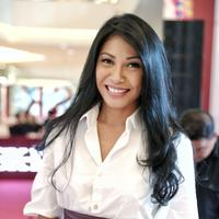 Anggun C. Sasmi merupakan salah satu artis Indonesia yang punya kulit eksotis. Walaupun saat ini tinggal di Paris, ia tetap mempertahankan kulit eksotisnya. (Adrian Putra/Bintang.com)