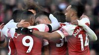 Pemain Arsenal merayakan gol Granit Xhaka pada laga Liga Inggris melawan Fulham di Emirates Stadium, Selasa (1/1/2019). (AFP/Glyn Kirk)