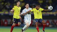 Lionel Messi gagal membawa Timnas Argentina meraih kemenangan kontra Kolombia pada laga kualifikasi Piala Dunia 2022 zona CONMEBOL di Metropolitano Stadium, Rabu (9/6/2021). Argentina bermain imbang 2-2 kontra Kolombia. (AP Photo/Fernando Vergara)