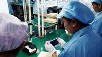 Foto: Ilustrasi pabrik smartphone