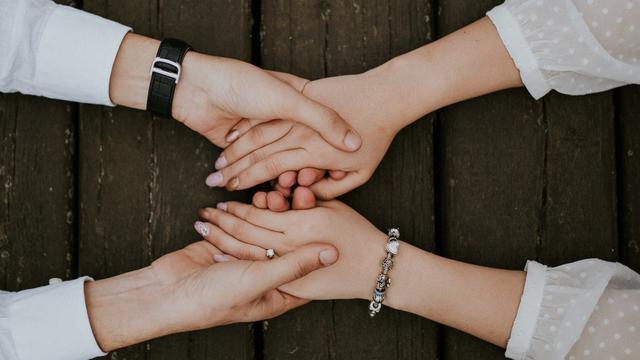 Berpegangan Tangan Ternyata Ada Manfaat Psikologisnya Health Liputan6 Com