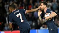 Kylian Mbappe dan Lionel Messi membawa PSG menang 3-2 atas RB Leipzig pada laga ketiga Grup A Liga Champions di Parc des Princes, Rabu (20/10/2021) dini hari WIB. (AFP/Anne-Christine POUJOULAT)