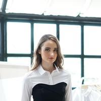 Outfit kantor nggak membosankan dengan koleksi brand ini. (Sumber foto: Karen Millen Indonesia)