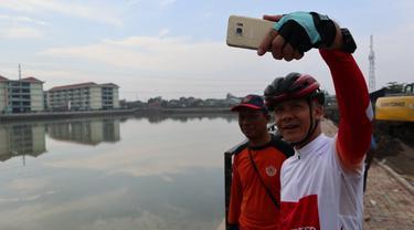 Calon Gubernur Jawa Tengah, Ganjar Pranowo, berselfie di KBT Semarang (Dok. Tim Ganjar)