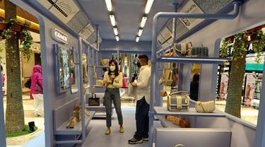Gerbong Subway ala New York Bawa Koleksi Coach Terbaru Berbahan Denim