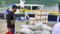 Kementerian Kelautan dan Perikanan melalui Balai Pengelolaan Sumberdaya Pesisir dan Laut (BPSPL) Denpasar, Direktorat Jenderal Pengelolaan Ruang Laut menanam 1.260 individu karang hias hasil sitaan di perairan Lombok, NTB). (Dok KKP)