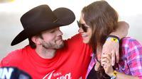 Mila Kunis dan Ashton Kucther sendiri sudah menikah sejak tahun 2015. Mila mengatakan bahwa Ashton adalah suami terbaik sedunia. (The Knot News)