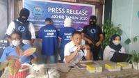 Badan Narkotika Nasional Kabupaten (BNNK) Gorontalo meringkus dua mahasiswa berinisial ABM, ARU dan PW sebagai pengguna sekaligus pengedar ganja di Gorontalo.(Arfandi Ibrahim/Liputan6.com