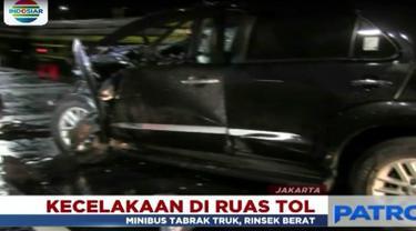 Diduga kecelakaan terjadi karena pengemudi dalam kondisi mabuk hingga menabrak buntut truk tronton yang berada didepannya.