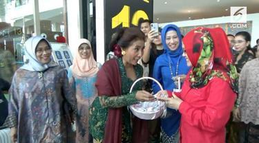 Memperingati hari Kartini, Menteri Kelautan Dan Perikanan Republik Indonesia, Susi Pudjiastuti secara khusus membagikan cokelat.