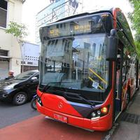 Nggak pakai uang, kalau mau naik bus ini kamu cukup bayar pakai sampah. (Sumber Foto: Instagram/call112surabaya)