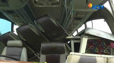 Sabtu sore, 10 Februari 2018, bus pariwisata Premium Passion yang mengangkut rombongan koperasi dari Ciputat, Tangerang Selatan terlibat kecelakaan di Tanjakan Emen.