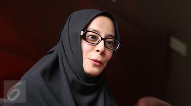 Putri Aisyah Aminah saat jumpa pers di kawasan menteng, Jakarta, Kamis (23/3). Istri Ustad Al Habsyi membeberkan perihal masalah rumah tangganya yang sudah di ujung tanduk. (Liputan6.com/Herman Zakharia)