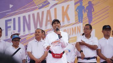 Menteri Rini Soemarno dalam acara Fun Walk HUT ke-21 BUMN di Bandung