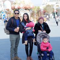 Donita dan Adi Nugroho liburan ke Korea Selatan bersama keluarga (Dok.Instagram/@donitabhubiy/https://www.instagram.com/p/BpY_k2mgh6P/?hl=en&taken-by=donitabhubiy/Komarudin)
