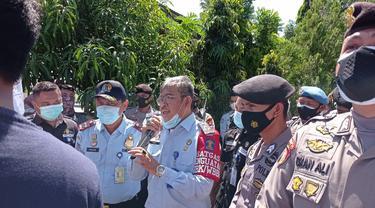 Kepala imigrasi Gorontalo saat menerima masa aksi Mahasiswa Gorontalo (Arfandi Ibrahim/Liputan6.com)