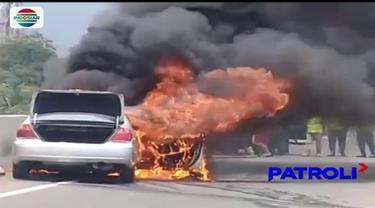 Diduga mengalami korsleting pada bagian mesinnya, sebuah mobil sedan mewah hangus terbakar di jalan Tol Jagorawi. Peristiwa tersebut mengakibatkan kemacetan arus lalu lintas hingga pintu Tol Ciawi.