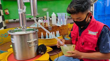 Aktivitas Produksi Hand Sanitizer ala Warga Palembang untuk Lawan Covid-19