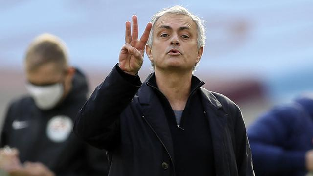 FOTO: 5 Kali Dipecat Tim Besar, Jose Mourinho Raup Total Pesangon Rp.1,6 triliun