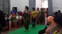 Peragaan kebaya oleh Komunitas Perempuan Berkebaya Indonesia (PBI). (Liputan6.com/Tri Ayu Lutfiani)