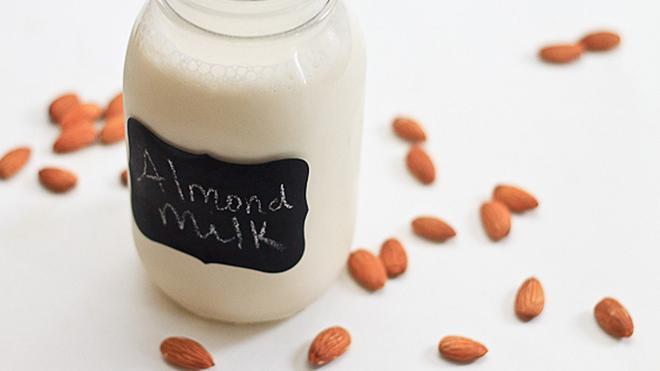 Segarnya susu almond dari Dr.Almond