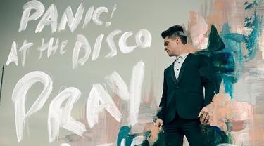 Lagu High Hopes oleh Panic! at the Disco mendapat sentuhan alat musik brass yang sangat kental. Simak lirik lagunya. (Instagram/ panicatthedisco)