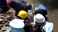 Kegiatan susur sungai tidak melulu membahayakan seperti kejadian SMPN 1 Turi yang siswanya hanyut dibawa banjir. Susur ungai memiliki nilai yang baik bagi penelitian dan alam.