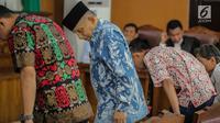 Ketua Dewan Kehormatan Partai Amanat Nasional (PAN), Amien Rais bersiap menjalani persidangan kasus berita bohong atau hoaks dengan terdakwa Ratna Sarumpaet di Pengadilan Negeri Jakarta Selatan, Kamis (4/4). Sidang kali ini beragendakan pemeriksaan saksi. (Liputan6.com/Faizal Fanani)