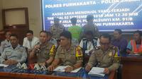 Selain rem blong yang mengakibatkan kecelakaan maut di Tol Cipularang pada Senin, 2 September 2019 lalu, polisi mengungkap truk yang dikemudikan oleh DH dan S melebih muatan. (Abramena)