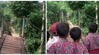 Jembatan gantung di Lebak, Banten, putus. (Liputan6.com/Yandhi Deslatama)